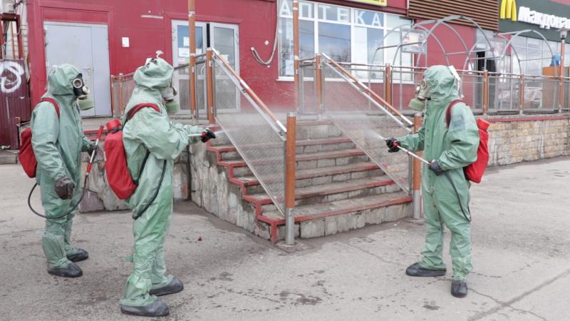 Сотрудники МЧС проводят дезобработку общественных мест Петушинского района, в котором объявлен карантин (видео)