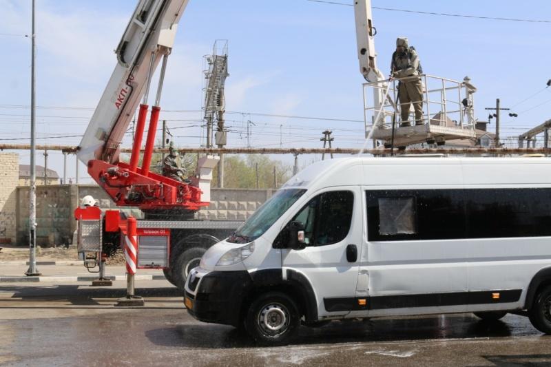 Спасатели участвуют в дезинфекции общественного транспорта