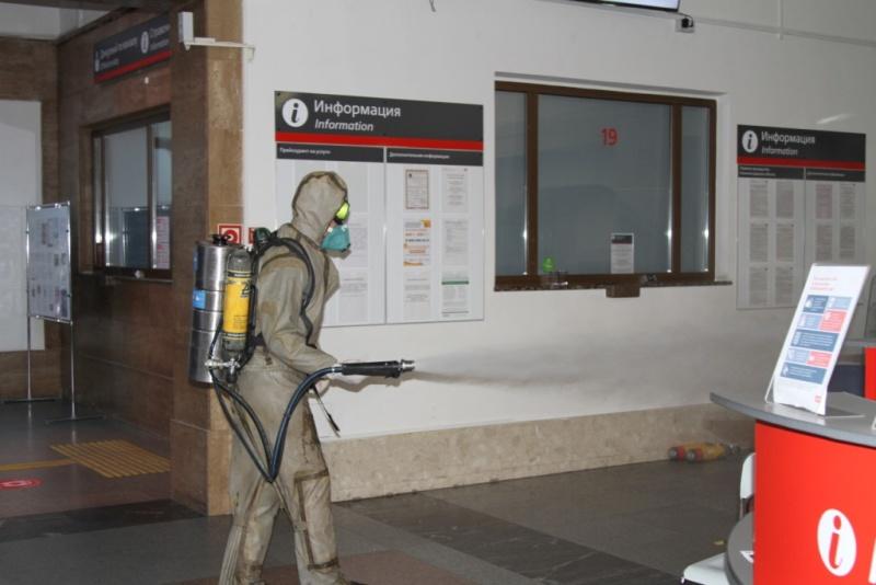 Сотрудники МЧС России провели дезинфекцию Южного вокзала
