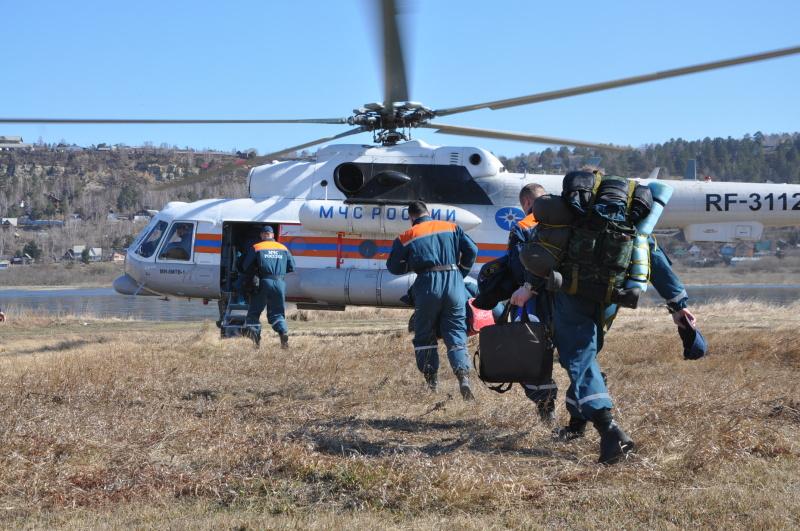 Операция по поиску людей на автозимнике «Вилюй» с применением авиации МЧС России развёрнута на севере Иркутской области