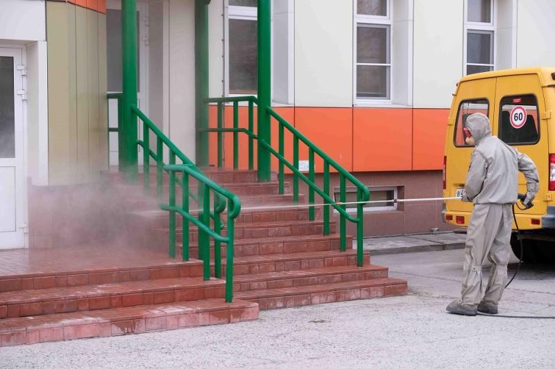 Камчатские спасатели продолжают оказывать помощь в дезинфекции социально-значимых объектов
