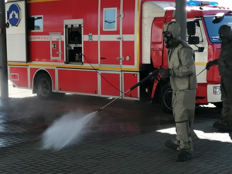 Курские спасатели провели дезобработку автовокзала в областном центре