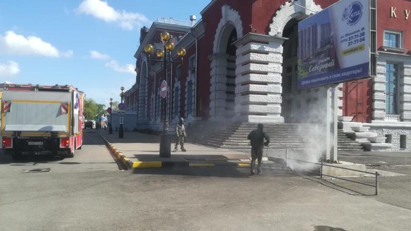 Курские спасатели продезинфицировали территорию   железнодорожного вокзала