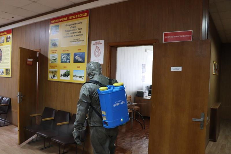 Сотрудники МЧС России провели дезинфекцию военного комиссариата