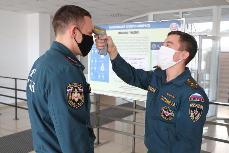 В подразделениях МЧС России по Хакасии продолжается работа по недопущению заражений личного состава