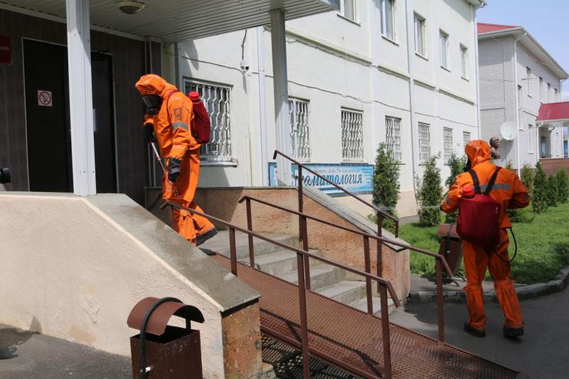 Специалисты Донского спасательного центра МЧС России начали специальную обработку объектов инфраструктуры республиканской столицы
