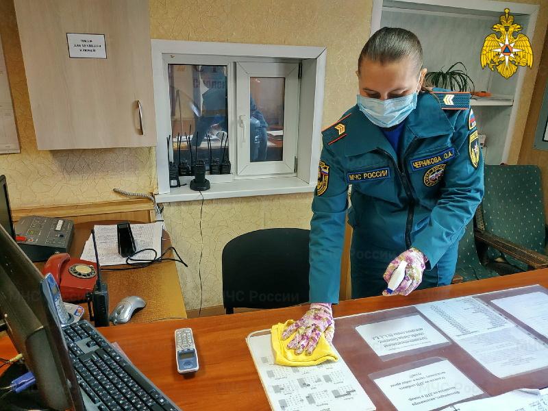 Во всех подразделениях Главного управления МЧС России по Смоленской области проводится дезинфекция техники и помещений