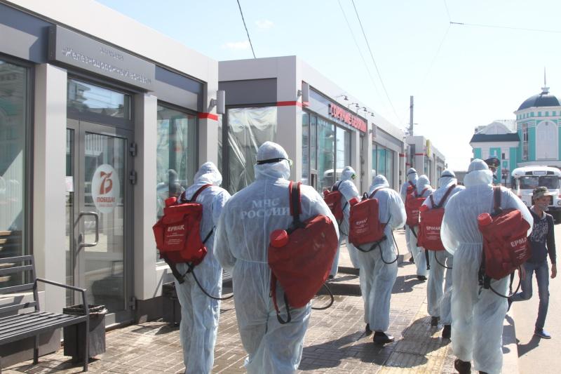 Подразделения МЧС России проводят дезинфекцию объектов города Омска