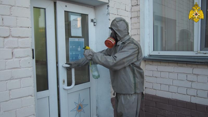В подразделениях регулярно проводится влажная уборка с дезинфицирующими средствами