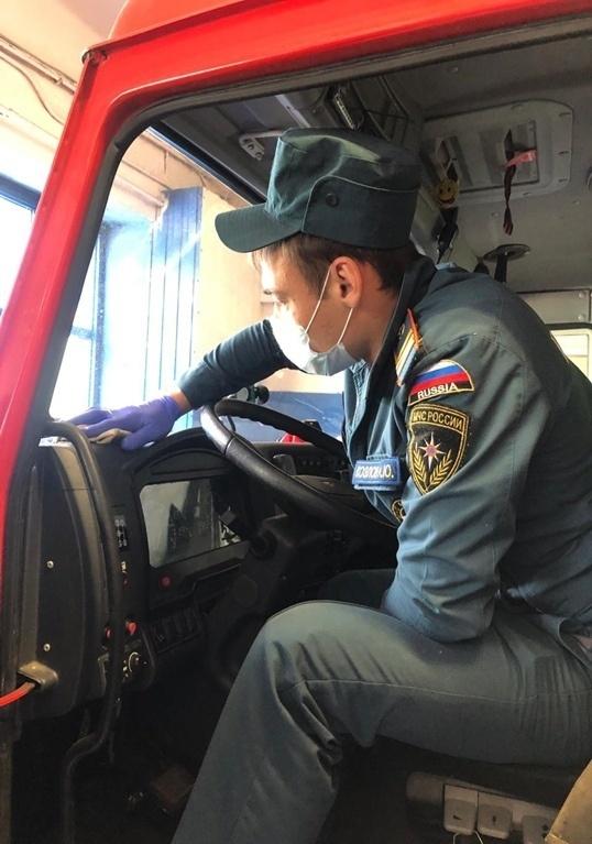 Около 60 тысяч квадратных метров дорог и площадок продезинфицировано сотрудниками МЧС в Подмосковье