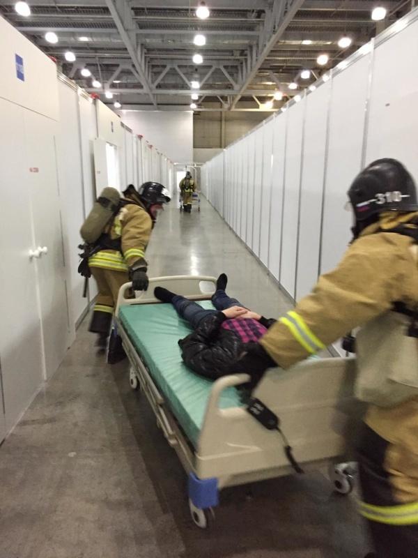Сотрудники МЧС провели занятие с медицинским персоналом и представителями клиники для инфицированных COVID-19 в Красногорске