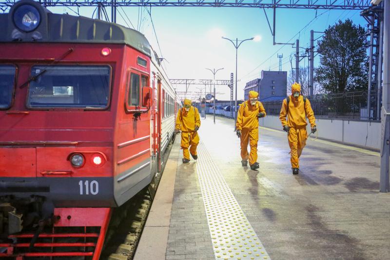 Минувшей ночью сотрудники МЧС провели дезинфекцию Финляндского вокзала