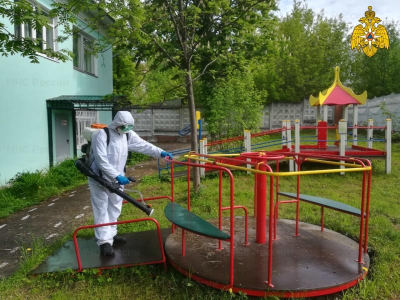 Сотрудники МЧС России по Калужской области продолжают проводить дезинфицирующие обработки