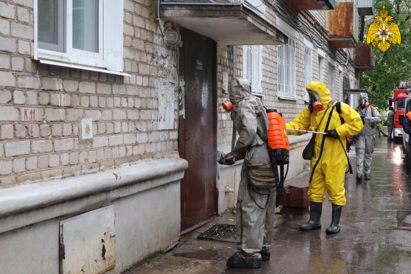 Сотрудники МЧС России осуществляют дезинфекцию в городе Кимры