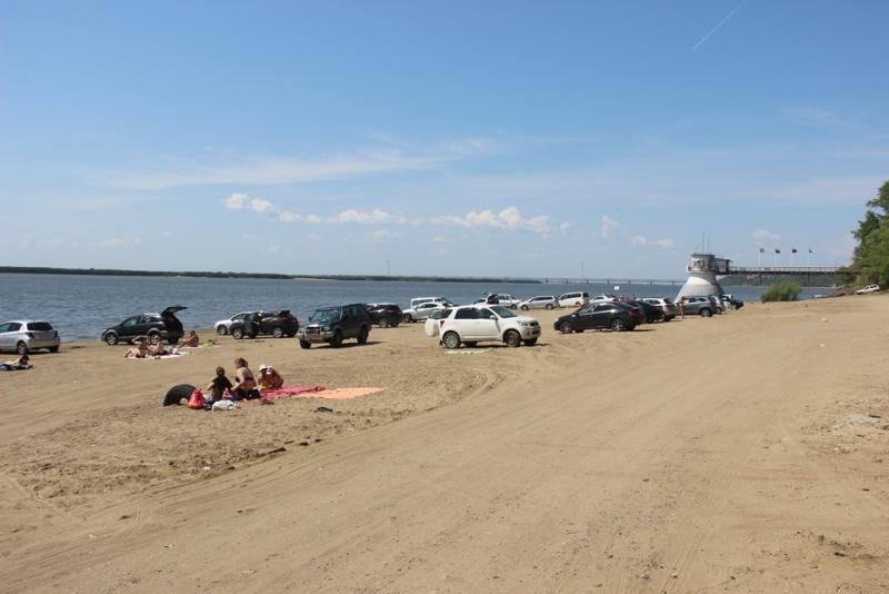 В Хабаровске на стихийных пляжах сотрудники МЧС России проводят профилактические рейды