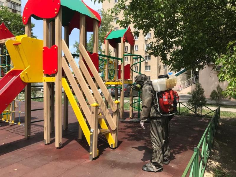 В Ростове-на-Дону продезинфицировали детские площадки (ВИДЕО)