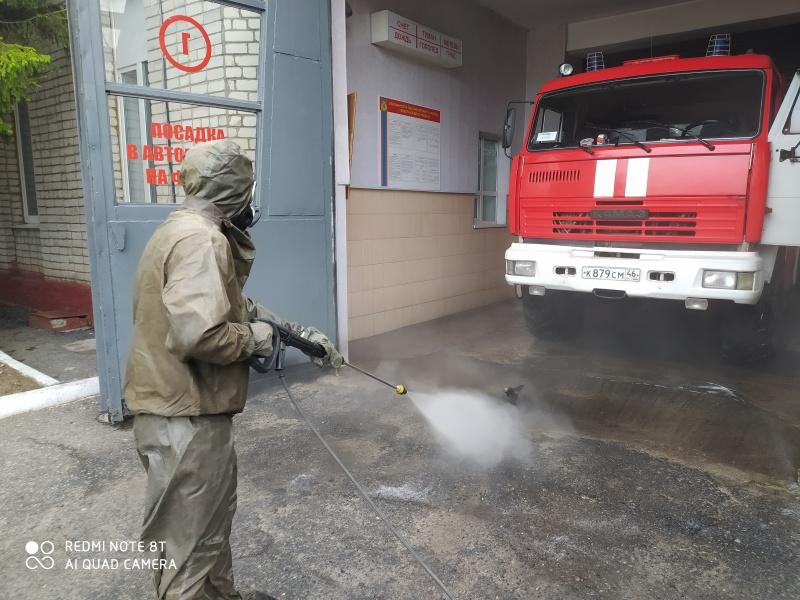 Пожарные продолжают дезобработку