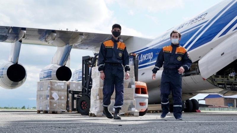 Спасатели-добровольцы помогли в разгрузке гуманитарной помощи