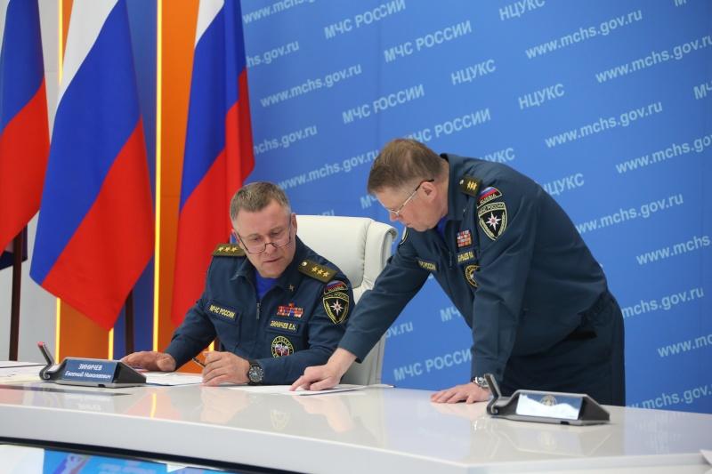 Глава МЧС России Евгений Зиничев вылетает в район ЧС в Норильске