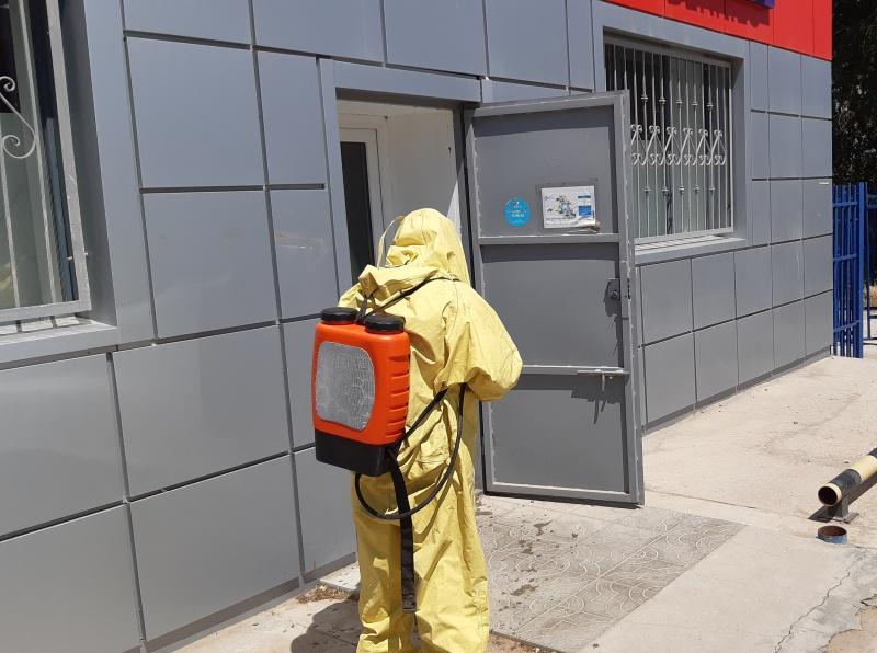 Пожарные Калмыкии провели санитарную обработку более 700 социально значимых объектов
