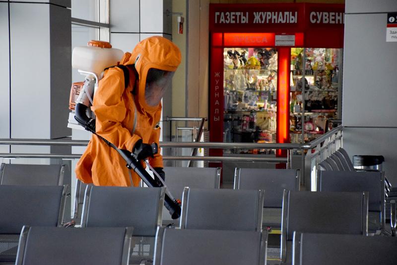 Сотрудники МЧС провели дезинфекцию железнодорожного вокзала города Тюмени