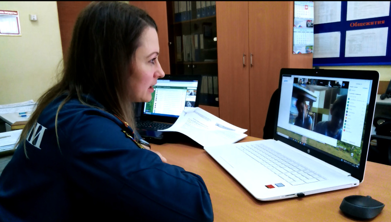 Из аудитории в интернет Онлайн-уроки по пожарной безопасности проводят сотрудники МЧС России для жителей Еврейской автономии
