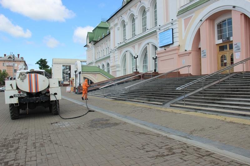 Спасатели МЧС России провели обработку социально значимых объектов города Хабаровска