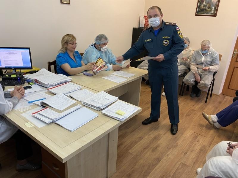 Сотрудники МЧС обучили персонал стационара Люберецкой областной больницы навыкам эвакуации пациентов и действиям в случае возникновения пожара