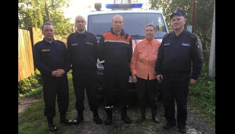 Талдомские спасатели вывели 71-летнюю женщину из леса