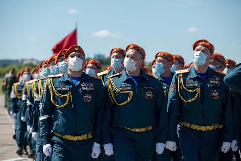 Сотрудники МЧС России готовятся к Параду Победы (фото)