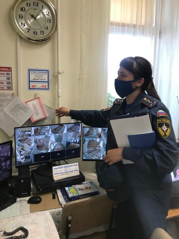 В Бурятии сотрудники МЧС проверяют избирательные участки