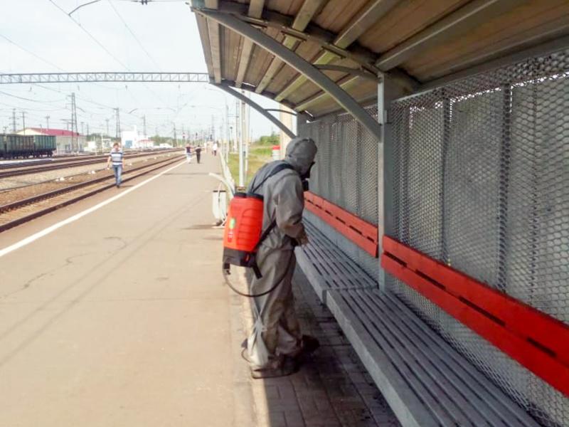 Сотрудники МЧС провели дезинфекцию  территории железнодорожного вокзала станции Любинская