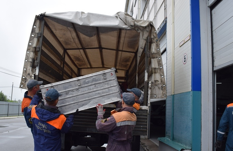 Спасатели МЧС России оказывают помощь муниципалитету и жителям поселка Николаевка Еврейской автономной области