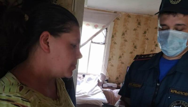Сотрудники МЧС проводят беседы по пожарной безопасности с многодетными родителями