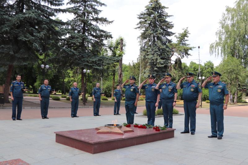 Сотрудники МЧС почтили память погибших в годы Великой Отечественной войны