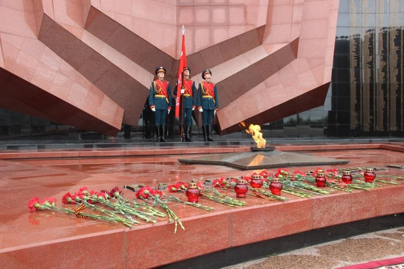 В День памяти и скорби начальник ГУ МЧС России по Хабаровскому краю принял участие в торжественном митинге на площади Славы