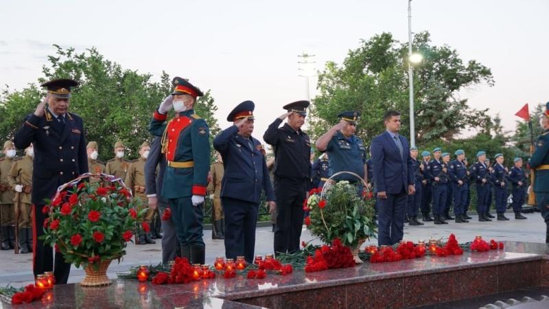 Сотрудники регионального МЧС приняли участие в мероприятиях, посвященных Дню памяти и скорби
