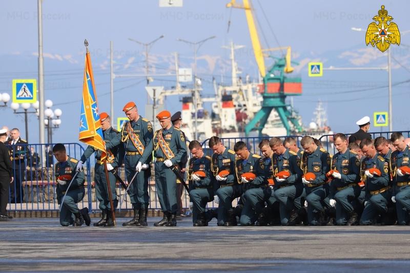 Более 3 тысяч сотрудников МЧС России приняли участие в парадах Победы
