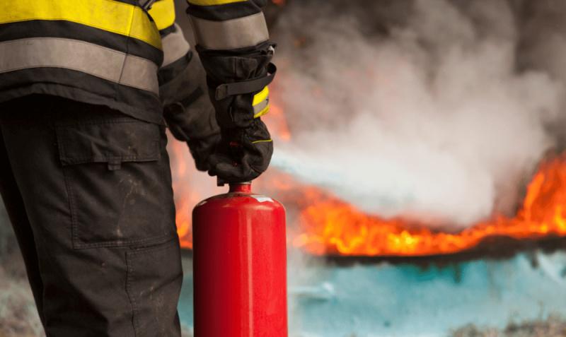 В с. Улыбино Искитимского района загорелся гараж