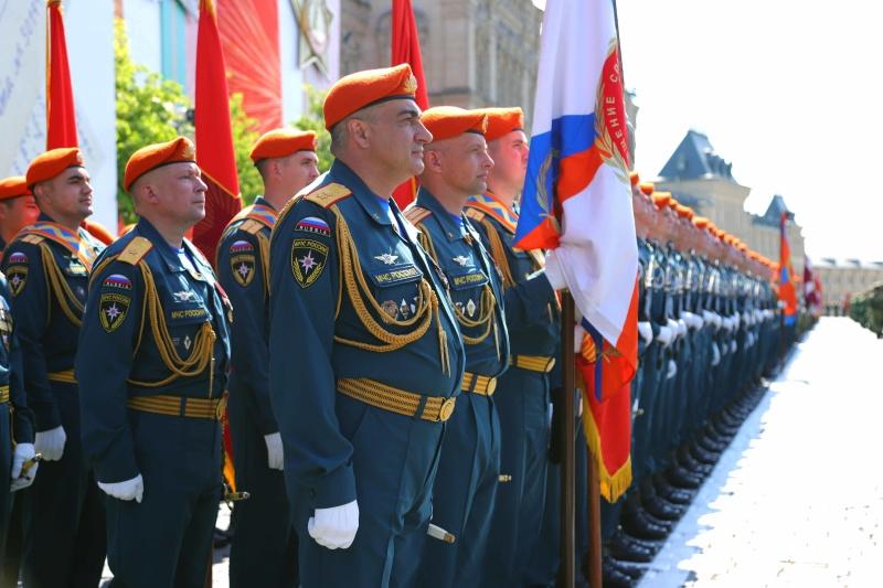 Парадный расчет МЧС России принял участие в юбилейном Параде Победы на Красной площади