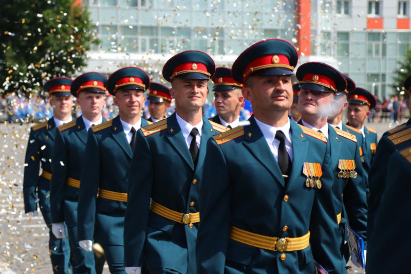 Выпуск 2020: руководство Министерства вручили специалистам АГПС и АГЗ МЧС России дипломы и медали