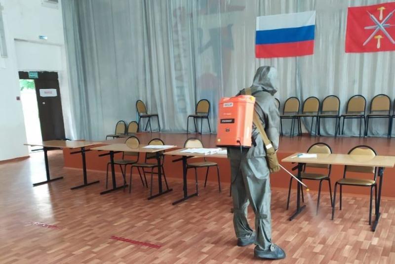 Сотрудники МЧС обеспечивают безопасность на избирательных участках