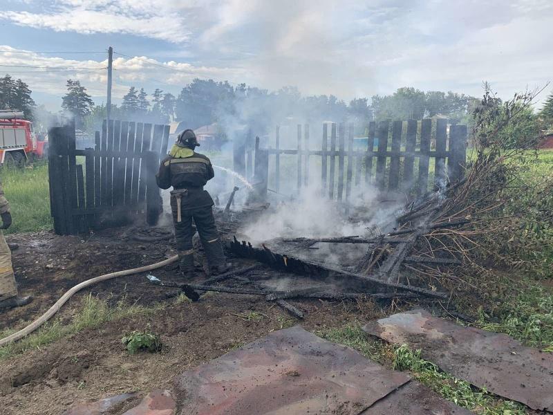 Случаи горения мусора и сухой растительности участились в Иркутской области