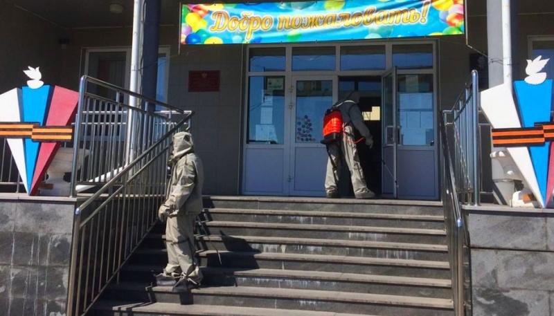 Брасовские пожарные провели дезинфекцию Локотской средней общеобразовательной школы