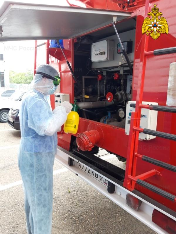 В подразделениях Главного управления МЧС России по Республике Адыгея продолжается дезинфекция спецтехники и помещений