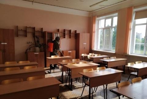 Сотрудники МЧС России дезинфицируют места проведения ЕГЭ в Тульской области