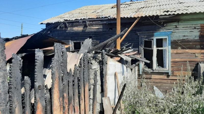 В Бурятии пожарный МЧС России и школьник спасли мать с ребенком из огня (ОБНОВЛЕНО)