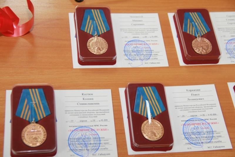 Накануне профессионального праздника хабаровским сотрудникам Госпожнадзора вручили ведомственные награды