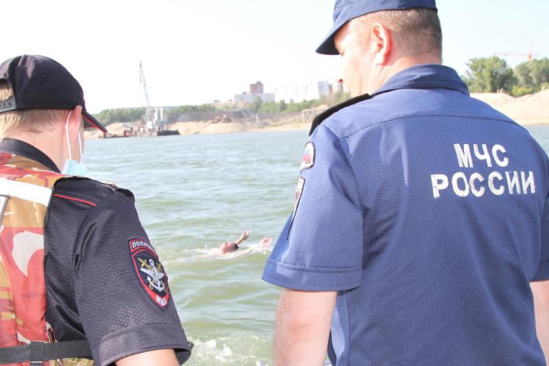 Сотрудники МЧС России и полиции провели совместный рейд на воде в Новосибирске (фото, видео)