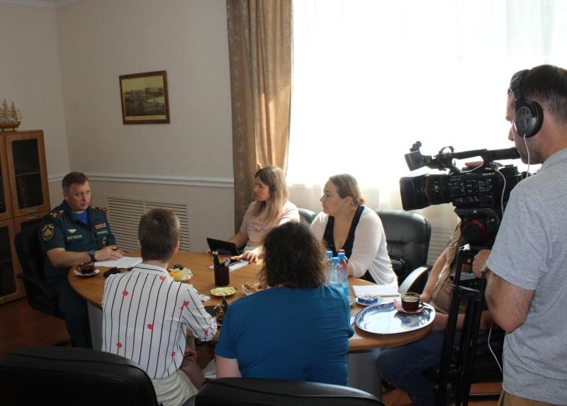 Начальник Главного управления встретился с представителями региональных СМИ и ответил на вопросы журналистов.